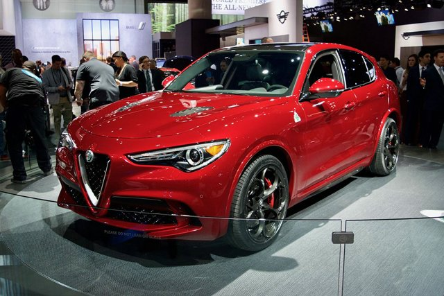 alfa romeo stelvio photos specs price and videos. Black Bedroom Furniture Sets. Home Design Ideas